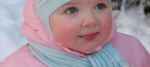 Renkli Ponponlu İşlemeli Örgü Bebek Atkı ve Şapka Örnekleri