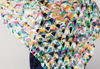 Renkli ve Üçgen Örgü Bayan Şal Modeli